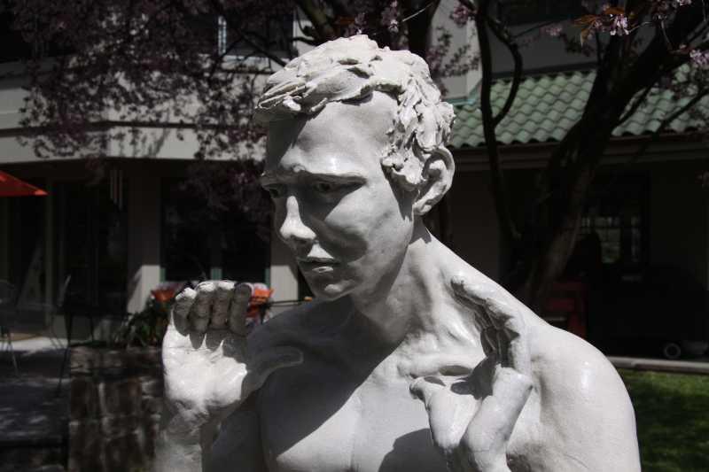 Lifesize_standing_man_2_detail_-dark-L-Bob_Clyatt_Sculpture